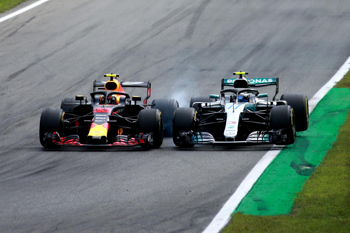 Max Verstappen komt in contact met Valtteri Bottas en krijgt een penalty van 5 seconden.
