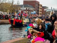 Topfitte Sint uitbundig onthaald in Almelo