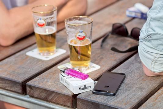 Het merendeel, 53 procent, kiest het liefst voor een vertrouwd biertje van Nederlandse bodem