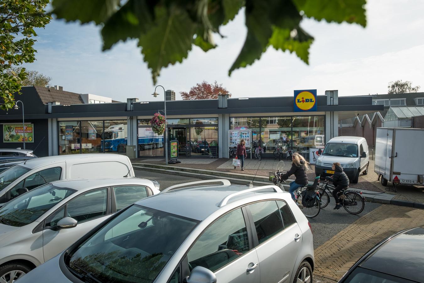 De Lidl op het Meidoornplein moet worden gesloopt. De supermarkt bouwt een groter pand aan de andere kant van het plein.