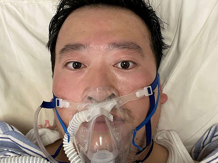Li Wenliang de dappere arts die aan de bel trok dat de besmetting veel groter was dan de autoriteiten wilde toegeven. Hij overleed in februari van dit jaar in het centrale ziekenhuis van Wuhan.