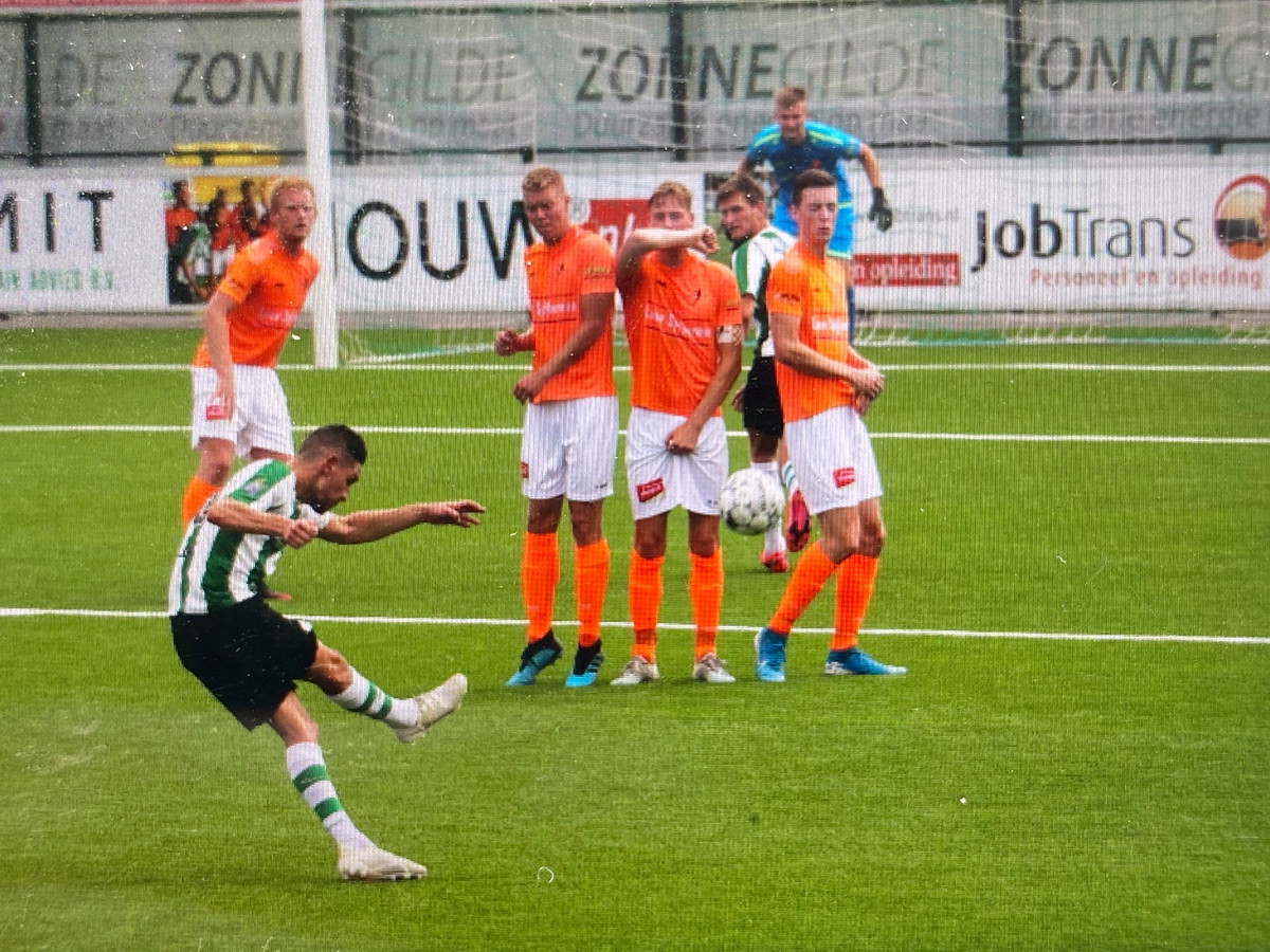 De wedstrijd werd stilgelegd nadat een speler van Kollum, die niet in Genemuiden aanwezig was, positief op corona getest was.