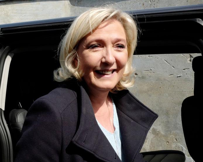 """Emmanuel Macron """"n'a d'autre choix que de dissoudre l'Assemblée nationale"""", a estimé dimanche soir Marine Le Pen"""