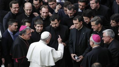 """Paus tempert verwachtingen top over kindermisbruik in kerk: """"Misbruik zal altijd blijven bestaan"""""""