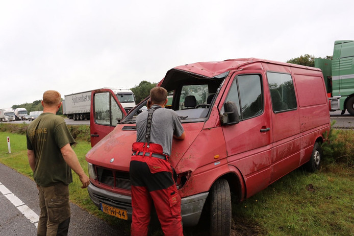 Ongeval met busje op A67