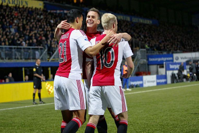 Davy Klaassen (r) scoort en viert de 0-1 met Anwar el Ghazi en Arek Milik. Beeld anp