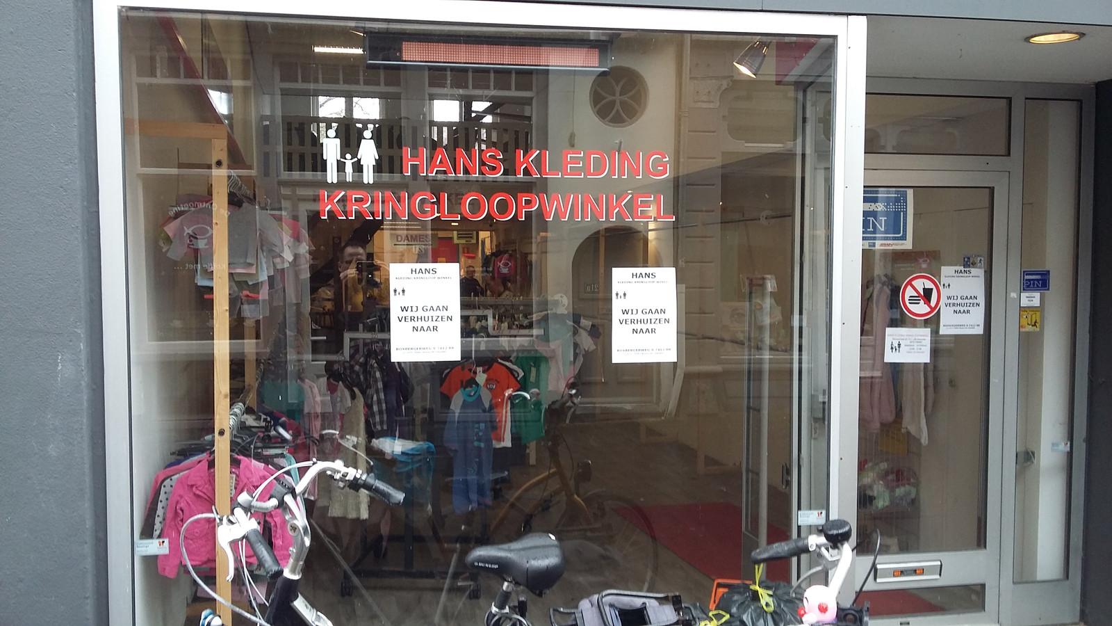 De boodschap is duidelijk: Hans Kleding Kringloopwinkel gaat verhuizen.