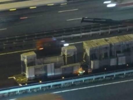 Vrachtwagen verliest lading bij de Van Brienenoordbrug