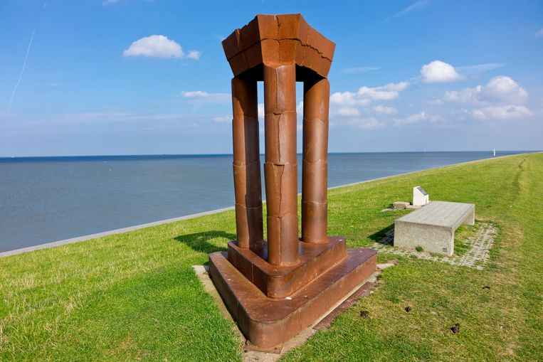 Monument De Hemelpoort van René de Boer op de Noordkaap. Beeld Johan Nebbeling