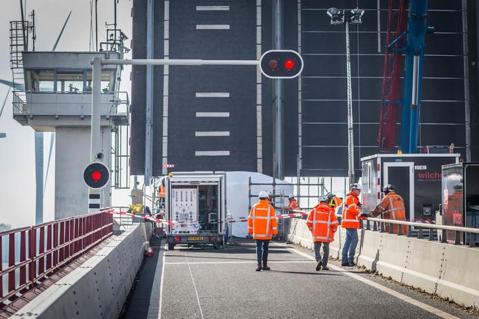 Eerdere onderhoudswerkzaamheden aan de Haringvlietbrug.