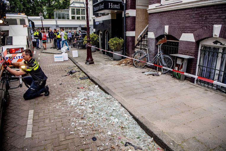 De ravage die ontstond na de explosie in de Korte Van Eeghenstraat. Beeld ANP