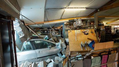 2 maanden na ongeval: auto nog steeds in gevel
