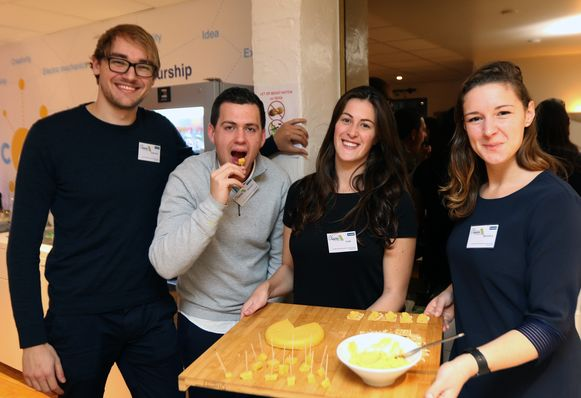 Laurens Broeckx, Wouter Lommerse,Lise Wuyts en Barbara Hendrickx creëerden een vegan kaasimitatie op basis van pompoen.
