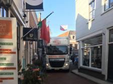 'Vrachtwagens en ronkende dieselbusjes horen niet in de binnenstad van Zierikzee'