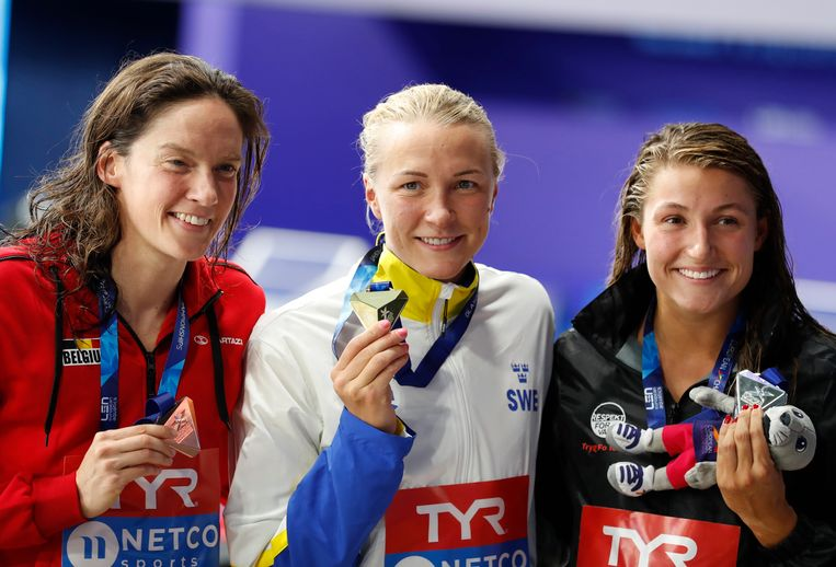 Van l naar r: brons voor Kimberly Buys, goud voor de Zweedse Sarah Sjoestroem en zilver voor de Deense Emilie Beckmann.
