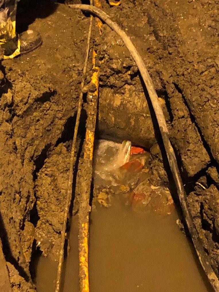 Maandag kwam er zelf een lek in de riolering door de versleten waterleidingen.