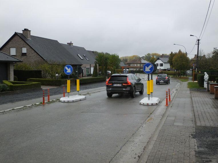 De wegversmalling in de Landegemstraat.