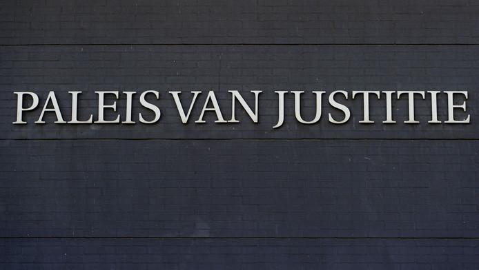 Exterieur van het Paleis van Justitie in Den Haag.