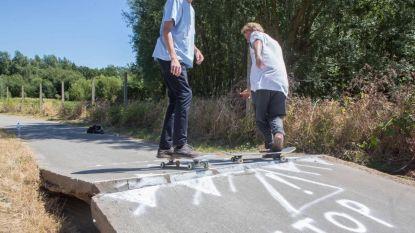 Door hitte omhoog gekomen wegdek is dé ideale skateramp