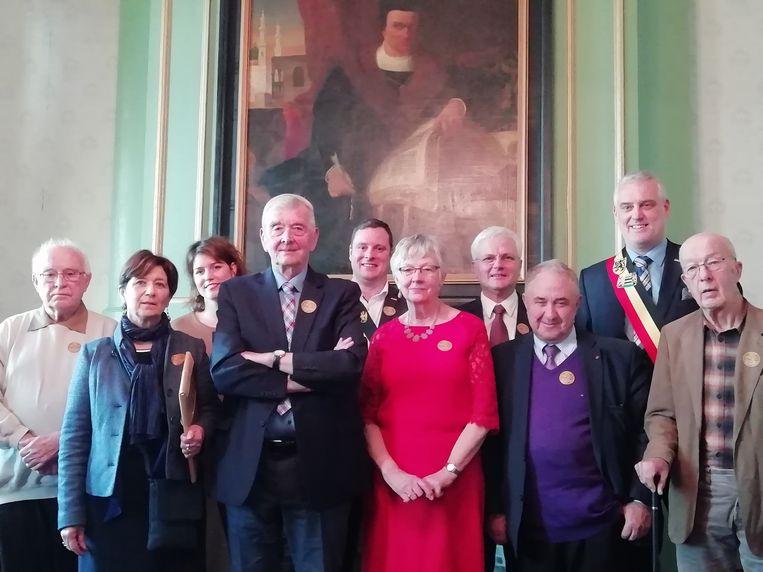 Het bestuur met burgemeester De Graef en schepen Cluckers in het stadhuis.
