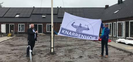 Eerste sleutel Knarrenhof Hardenberg voor kartrekker Jan van der Kamp