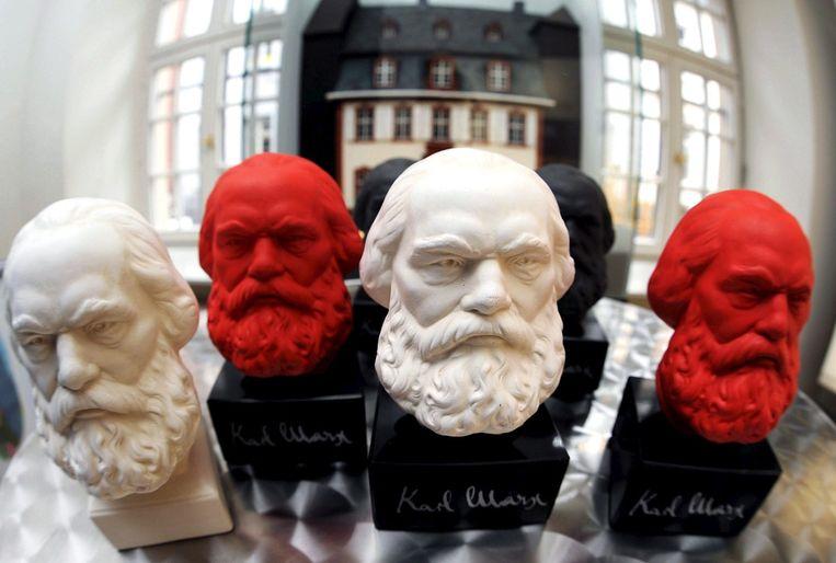 Beeldjes van Karl Marx (1818-1883) te koop. Beeld epa