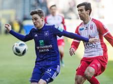 Anderlecht geeft ruime voorsprong bijna weg in knotsgek duel