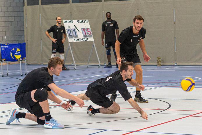 Jakub Rybicki (links), Tim Verstraete (midden) en François Lecat. Na een negatieve coronatest mogen ze weer zonder afstand trainen in sportcomplex Schotte.