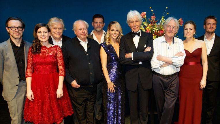 Artiesten tijdens het Toon Hermans gala in Carré Beeld anp