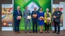De presentatie van het boek met vlnr. Hilko Mak (burgemeester Deurne), Hubert Vos (burgemeester Asten), Tom de Bok (commodore b.d), Elly Blanksma (burgemeester Helmond), Dilia Blok (burgemeester Someren) en auteur Piet Snijders.