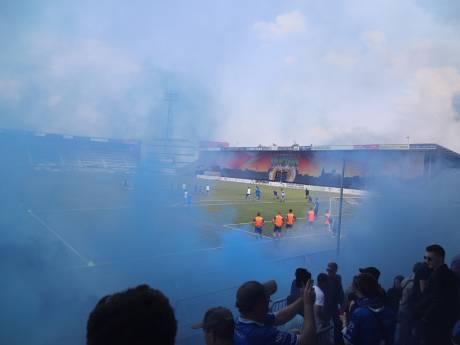 Honderden fans zwaaien FC Den Bosch uit in aanloop naar play-offs