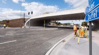 Vernieuwd kruispunt R6-Liersesteenweg geopend