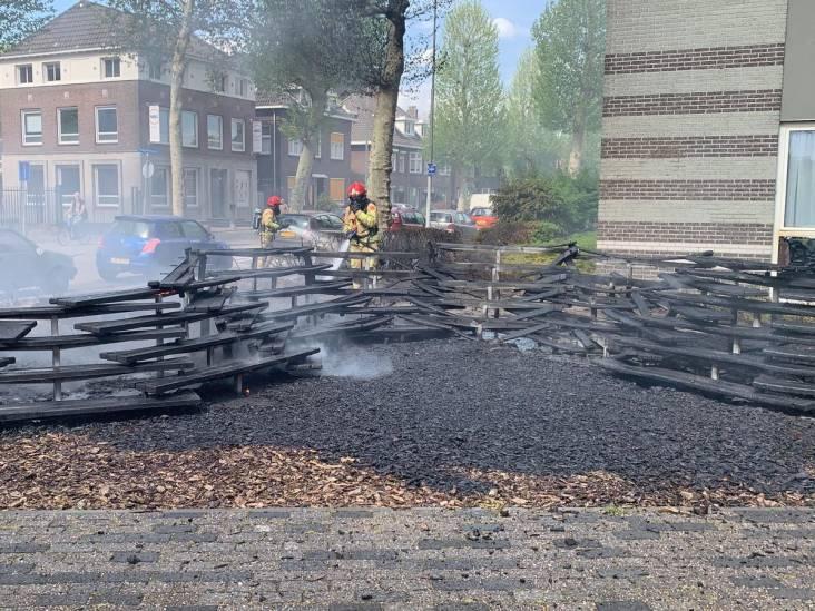In brand gevlogen bankjes zorgen voor grote rookwolk boven Eindhoven