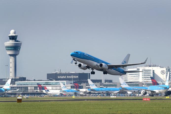 KLM Boeing 737 start van Schiphol