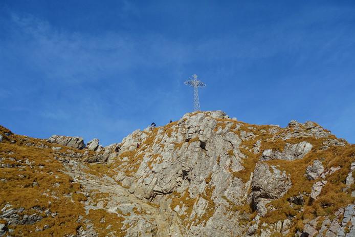 La croix métallique au sommet du mont Giewont