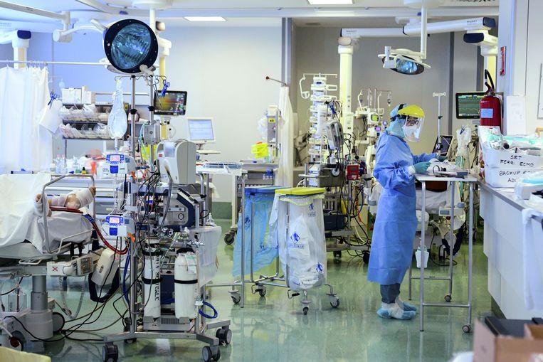 Het Papa Giovanni XXIII ziekenhuis in de Italiaanse provincie Bergamo. Normaal wordt de diagnose kawasaki 80 keer per jaar gesteld in Nederland, op dit moment ligt een tiental kinderen met symptomen in het ziekenhuis. Beeld AFP