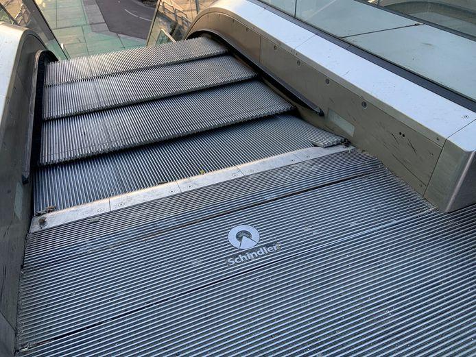 De defecte roltrap naar het Stationsplein in Utrecht aan de kant van net Moreelsepark.