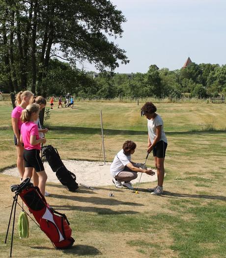 Basisscholieren maken kennis met golfsport bij Shortgolf Berkelland