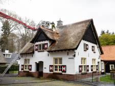 Brand in monumentaal pand met rieten dak in Esbeek