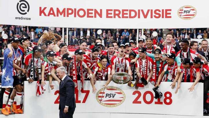 Nieuwe PSV-sponsors vullen Zuidoost-hoek in Philips Stadion, PSV in gesprek met Umbro