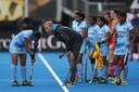 Sjoerd Marijne instrueert de hockeyvrouwen van India.