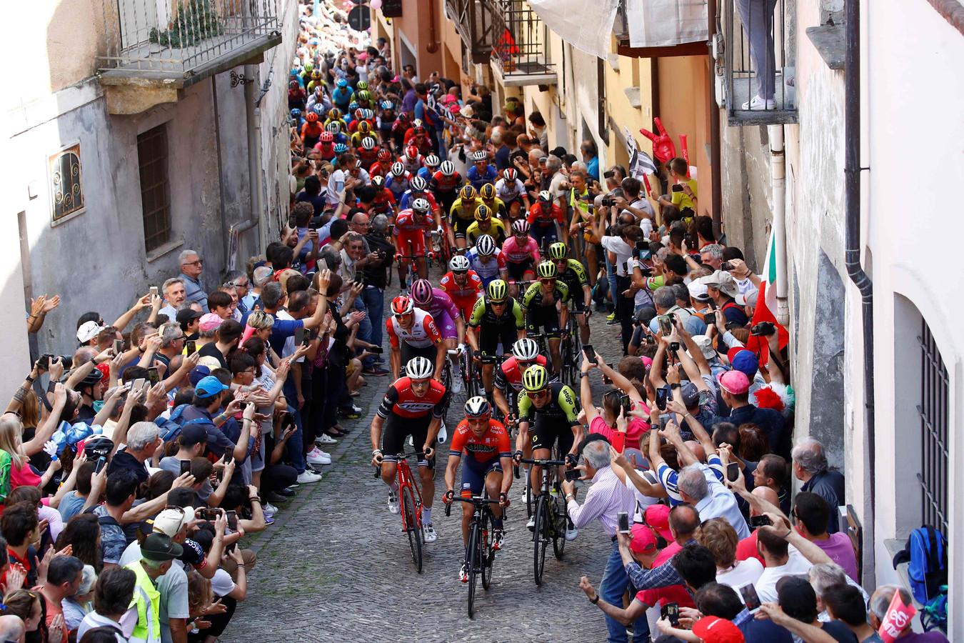 Het peloton in de Giro in San Mauricio.