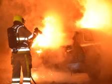 Politie onderzoekt autobrand in Nijmeegse wijk Weezenhof