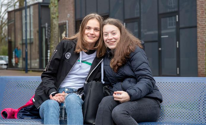 Ferna Boogarts (rechts) en Charlotte Meeuwsen.