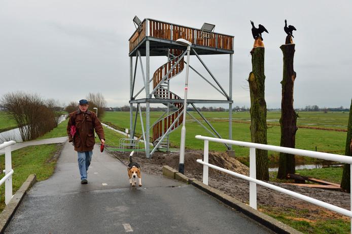 Adriaan Dijkstra bij de uitkijktoren langs de Enkele Wiericke.