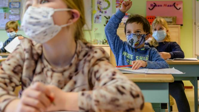 """Geen verplichting, maar in VLEK-school dragen alle kinderen toch mondmaskers: """"We kunnen niet voorzichtig genoeg zijn"""""""