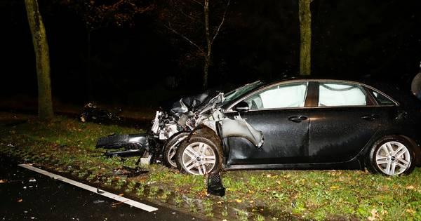 Motorrijder overleden bij ongeluk in Rijkevoort, automobilist naar ziekenhuis.