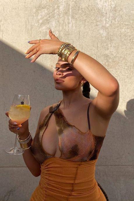 Kylie Jenner enflamme le désert de l'Utah avec sa robe très osée