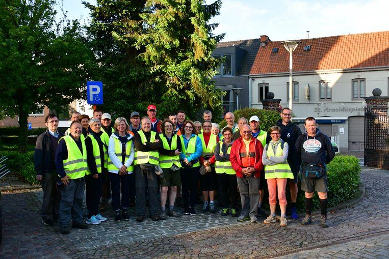 De 27 bedevaarders die de tocht naar Halle succesvol aflegden.