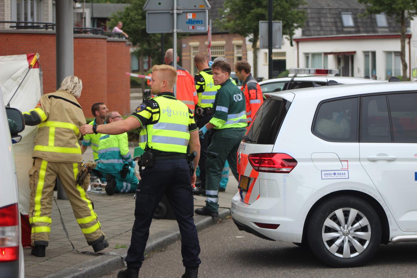 Een levenloos lichaam is aangetroffen aan de Stoomwezenstraat in Apeldoorn.
